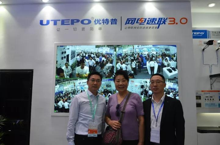 Chairman and CTO of UTEPO receiving customer